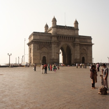 the imposing gateway of india!