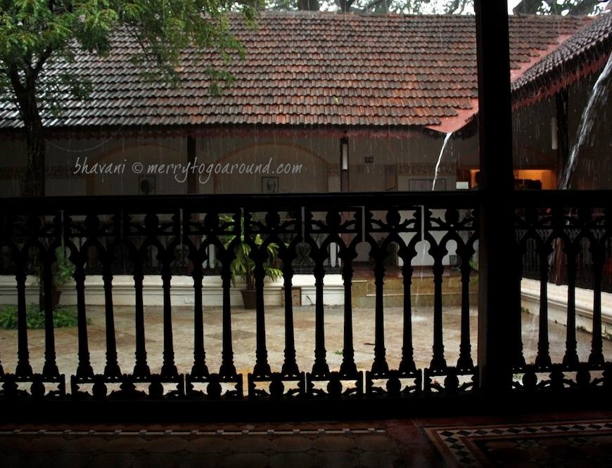the beautiful courtyard at sunaparanta