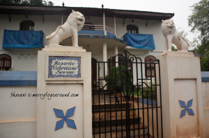 the lions stand guard at the gate