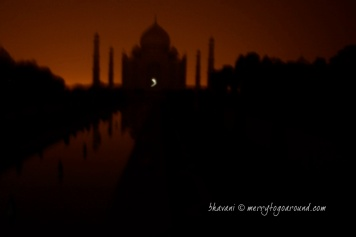 hazy taj, further shaken by the missing tripod stand!