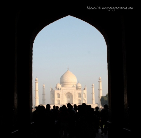 people throng in to see the taj
