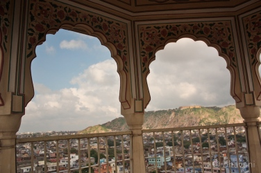 In the distance I see Nahargarh Fort, the pathway up to it and the temples dotting the hills surrounding this city.