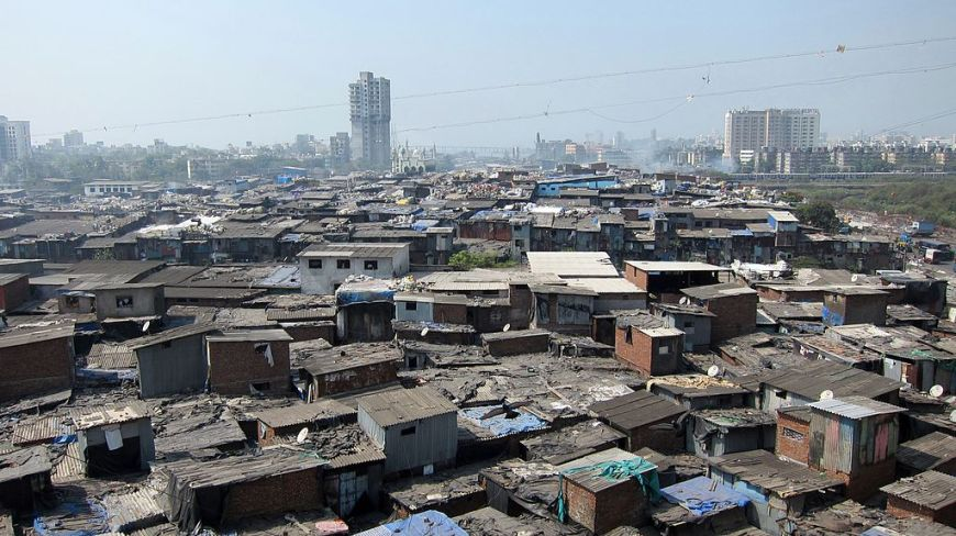 The distant towers, a future that the slum-dwellers aspire to or not?   © YGLVoices Flickr. (https://www.flickr.com/people/yglvoices/)